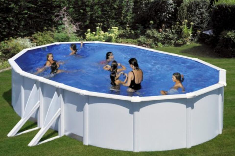 vantaggi di avere una piscina in giardino